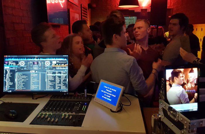 Rojo Karaoke Show