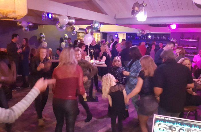 Beveiligd: Rojo Drive In Show met DJ Rob – Strandpaviljoen Surf & Beach Katwijk 23-2-2019